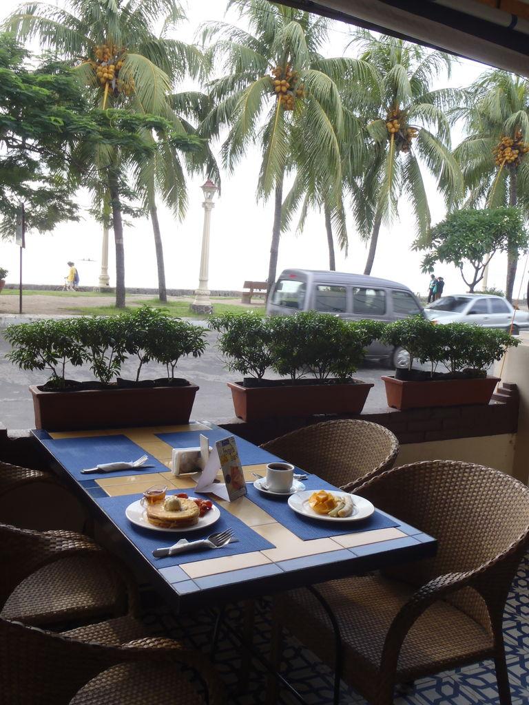 ドゥマゲテで正直お勧めできないレストラン サンズリーバルカフェ&ビストロ