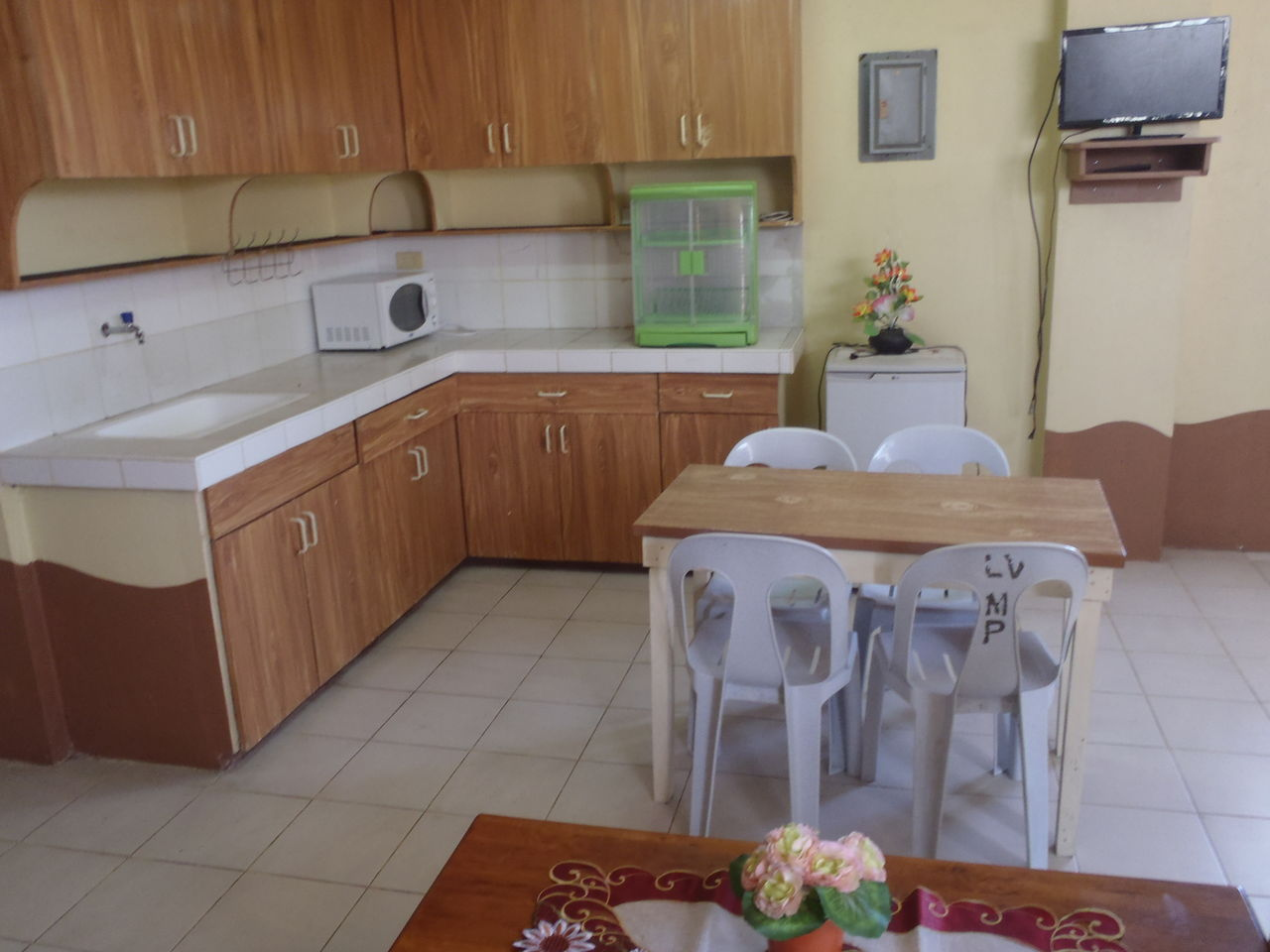 家族移住者、リタイア者向け月額15000ペソで広く、家具付きののアパート