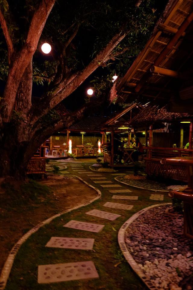 ドゥマゲティでバックリブが美味しい店、ロードバイロンズバックリブ