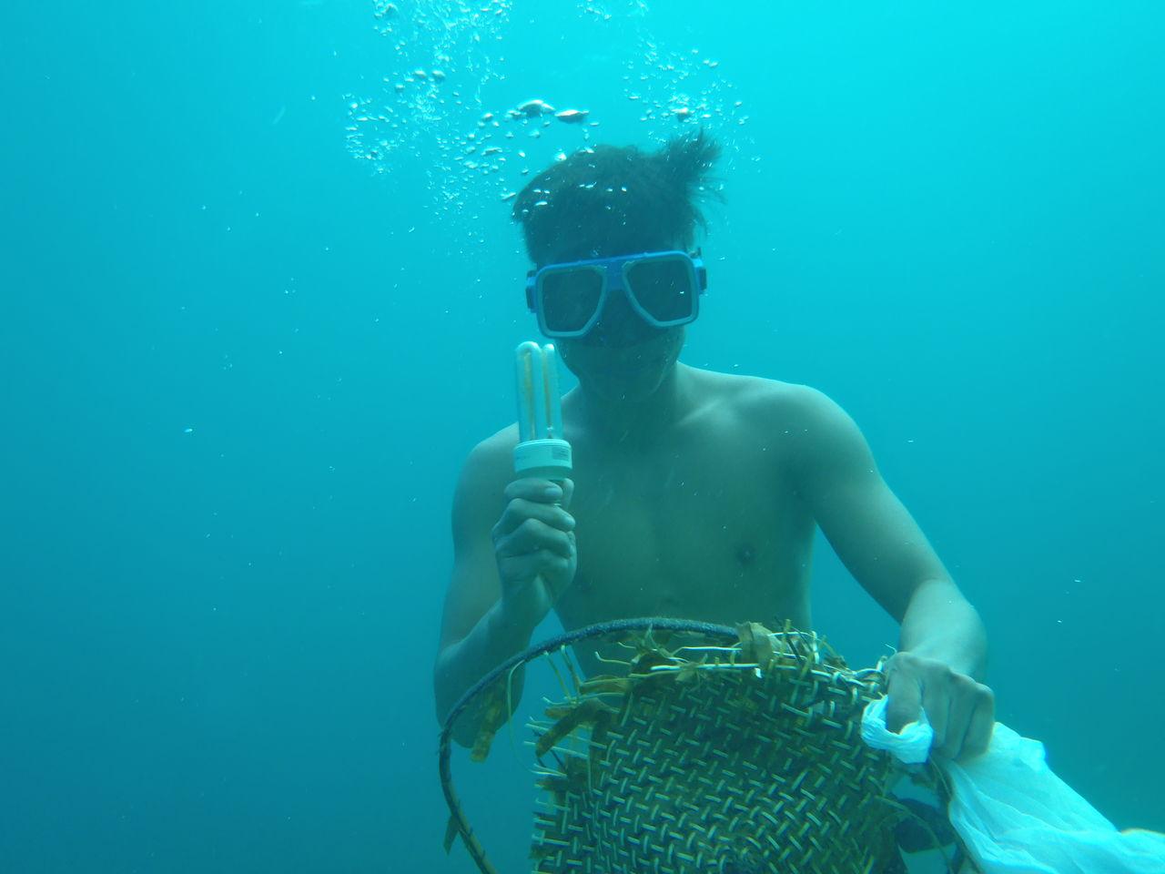 スキンダイビングで海底クリーニング活動