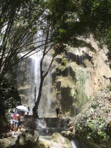 トゥマログの滝