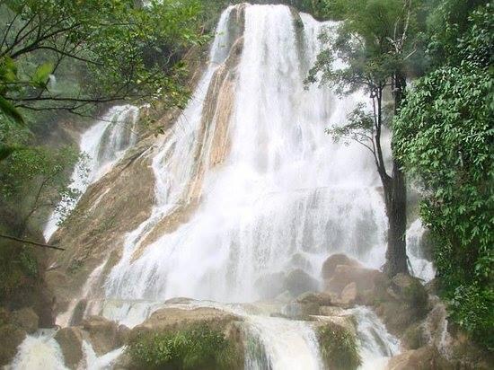 バヤワンローデスの滝
