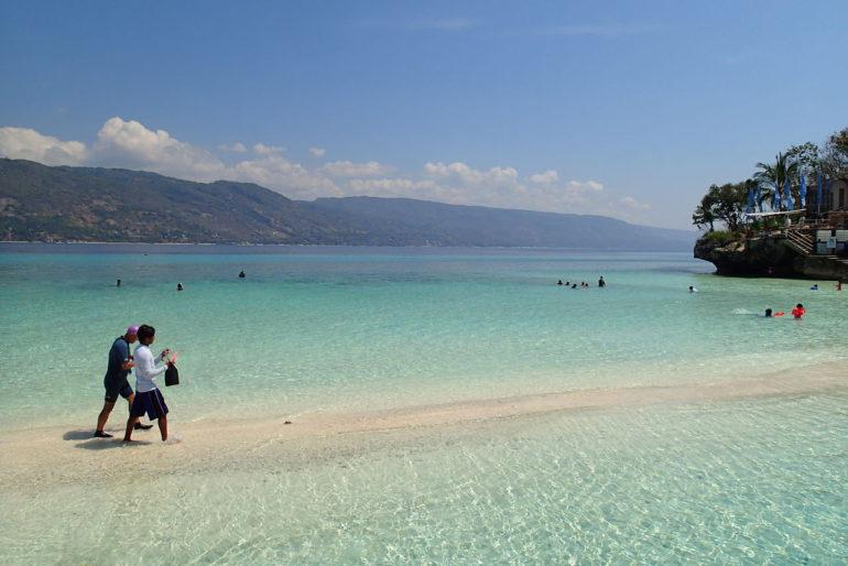 アポ島とスミロン島と海の色