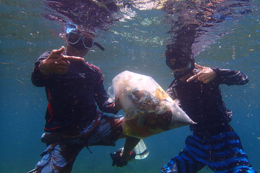 日本の高校生とフィリピン人海底清掃