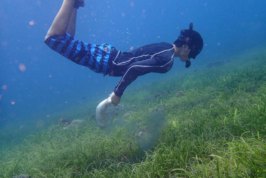 日本の高校生フィリピンで海底クリーニング