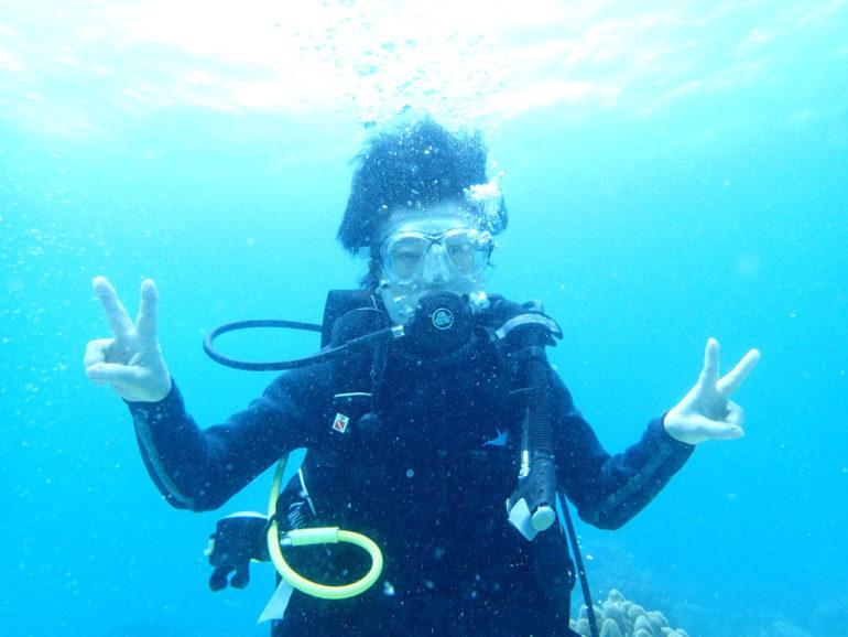 ダイビングに年齢制限はない、70代ダイバーとアポ島