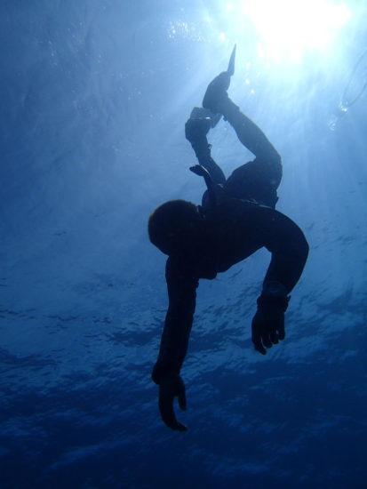 ドゥマゲッティで日本の高校生フリーダイビング20M達成