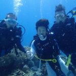 少年ダイバー達とアポ島